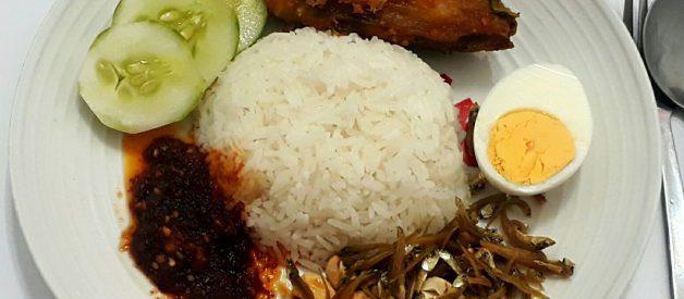 Học cách nấu cơm gà Mã Lai Nasi lemak
